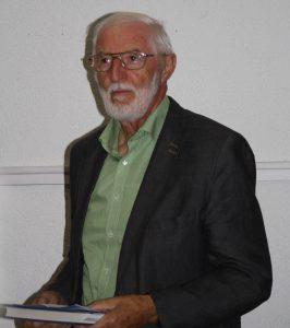 Paul Wangler stellt die Autorin vor.